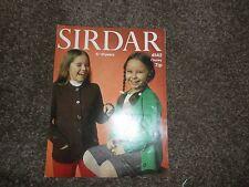 Sirdar 4142 Gruesa Tejer patrón cesación Raglán Cardigans la edad de 6-10 años