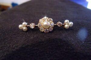 edle kleine Brosche 585 Gold 10 kleine Diamanten und 7 Perlen