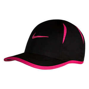 Nike Infant Featherlight Cap in Black/Pink One Size