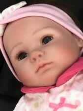 Muñeca Reborn Cuerpo Suave Vinilo extremidades, TORCIDA PIERNA, Peinables Cabello, Magnético maniquí Nuevo sin etiquetas