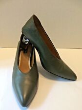 Jaggar High Cut & V Shaped Front-Tiered Metal Heel - Fold Down Back Shoe Size 40
