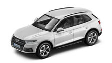 Audi Q5 2017 1/43 iScale (ibis White)