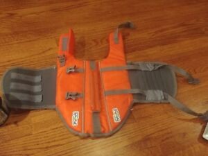 NEW Outward Hound Granby Splash Safe Dog Life Jacket With Rescue Handle small