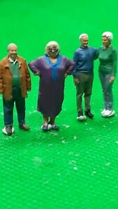 fine scale model figure 00 gauge  handpainted group of older men & women x 4