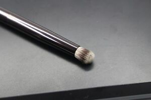 Hourglass No.9 Domed Shadow Brush
