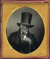 1840s DAGUERREOTYPE OLDER MAN OVERSIZED TOP HAT & GRIPPING HANDS GREAT PORTRAIT
