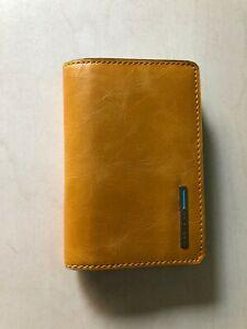 Custodia MP3 Piquadro In Pelle Colore Giallo