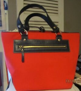 CHIC KATE SPADE HANDBAG RED CANVAS WTH NAVY LEATHER ACCENTS NEW WITHOUT THE TAGS