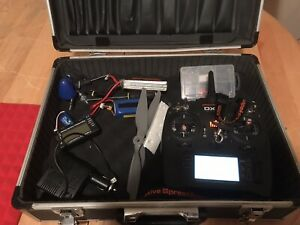 Spektrum dx6 transmitter with rechargeable spektrum battery, case and tools