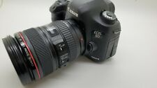 Canon EOS 5D Mark III EF24-105L IS Camera Lens Kit, 17K Actuations.