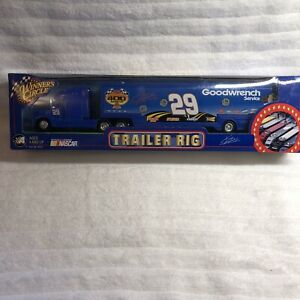 Winners Circle 1:64 Kevin Harvick #29 Looney Tunes Monte Carlo 400 Trailer Rig