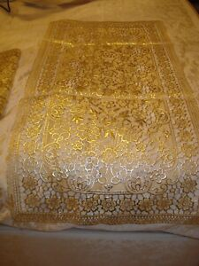 BN GOLD PATTERNED TABLE RUNNER & 8 MATCHING PLACE MATS