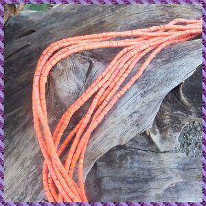 2 fils de perle Coco rocaille de 60 cm chacun diamètre 3 mm +/-