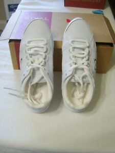 NFINITY RIVAL CHEER SHOES NEW IN BOX - SIZE 4.5  COLOR WHITE :B19-5