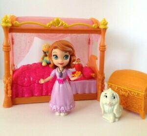 Disney Princess Sofia The First Royal Bed Set MATTEL Clover & Robin Figures