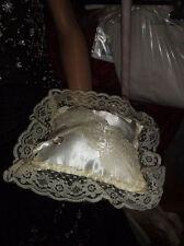 Coussin carré satin et dentelle ivoire  Porte alliances cérémonie mariage