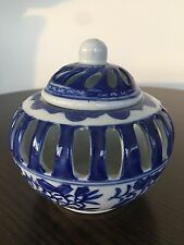 TWO'S COMPANY CANTON COLLECTION BLUE AND WHITE PORCELAIN POTPOURRI HOLDER