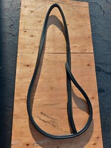 1997 Acura Cl Coupe Driver Sider Door Rubber Seal Located On The Body 1997-1999