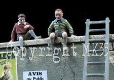 Échelle 1/35 enfants x2 assis sur un mur + échelle-enfants x2 assis sur un mur