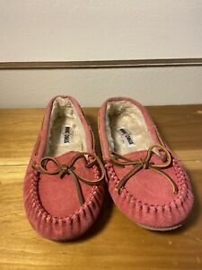 Women's Minnetonka Moccasin Slippers Pink Leather Faux Fur Lined US 8 M  Nice!
