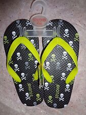 Studio Kids/ChildrenToe Thong Flip Flops/Skull Print. Size Small  Medium  Large.