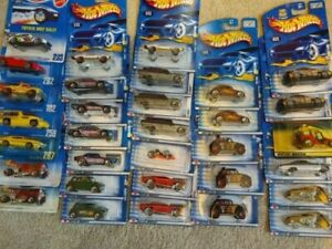 Hot Wheels lot of 32 L@@K CHEAP Variety with duplicates/Blue cards/ VW UNOPENED
