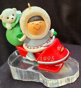 1995 Hallmark Frosty Friends Keepsake Ornament (#16) Eskimo & Polar Bear Baby