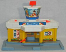 Vintage Fisher Price Little People Family Airport #933 Building Only 0220!!!