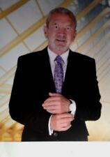 LORD ALAN SUGAR - THE APPRENTICE TV SERIES - EXCELLENT SIGNED COLOUR PHOTO