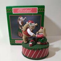 Vintage House Of Lloyd Christmas Around The World Mistletoe Musical Box