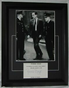 RONNIE BIGGS SIGNED GREAT TRAIN ROBBERY MATTED CARD AFTAL APPROVED DEALER #199