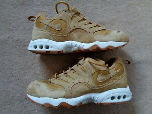 Men's NIKE AIR Size 9.5 Trainers Walking Hiking Boots Shoes