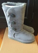 NEW YOUTH GIRLS UGG AUSTRALIA BAILEY BUTTON TRIPLET GREY GRAY US 13