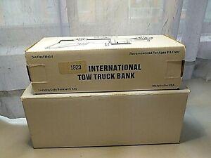 1929 INTERNATIONAL BANK DIECAST METAL 1/34 SCALE TOW TRUCK SUNOCO SAMPLER IN BOX