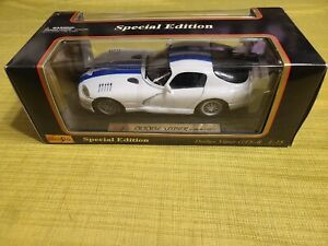 Maisto DODGE VIPER GTS R 1997, 1/18 Scale Special Edition, White/Blue Stripe NIB