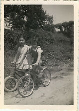 PHOTO ANCIENNE - VINTAGE SNAPSHOT - ENFANT MODE VÉLO BICYCLETTE - CHILD BIKE