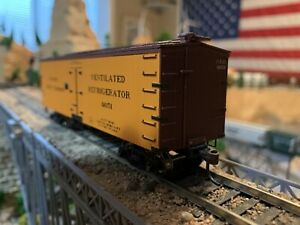 HO Scale Roundhouse 85493 36' Wood Reefer PACIFIC FRUIT EXPRESS well detailed !