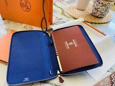 Hermes Globe Trotter agenda Cubierta-Piel de becerro marrón con detalles en azules. RRP £ 1250