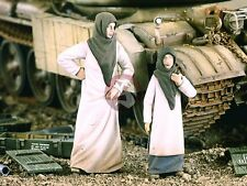 Verlinden 1/35 'Arab Street' Woman with Little Girl Middle East (2 Figures) 2152