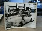 PRESIDENT HARRY S. TRUMAN WAVING TO CITIZENS INTERNATIONAL NEWS PHOTO -1948