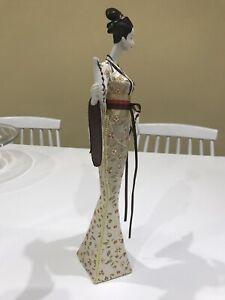 japanese geisha figurines X 2