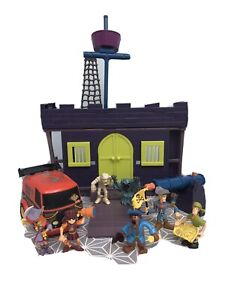 Scooby Doo Pirate Fort Playset including 7 figures and accessories