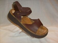 ANDRE ASSOUS FEATHERWEIGHTS BROWN LEATHER SANDALS SZ 11 NEW IN BOX