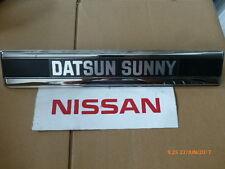 Original Nissan-Datsun Sunny B310 Schriftzug hinten 79894-H8802