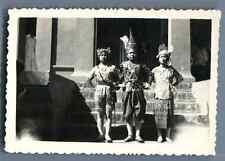 Cambodge, Danseuses cambodgiennes Vintage silver print. Cambodia  Tirage argen