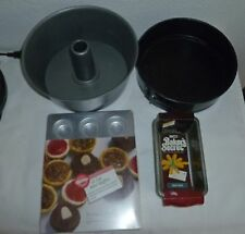 Baking pan lot of 6 Pieces spring form, bundt, mini muffin 4-loaf mini - EUC