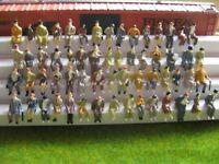 F50 - 100 Stück H0 Figuren sitzend nur SITZENDE Konvolut Reisende zB. in Waggons