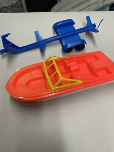 VINTAGE TOY GAY TOYS PLASTIC FISHING SPEED BOAT & TRAILER MADE IN USA RARE PINK