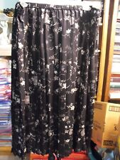 Womans  Skirt   SIZE 3X.  Notattions