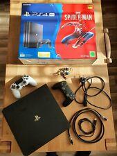 Sony PlayStation 4 Pro 1TB Jet Schwarz Spielekonsole mit 2 Controllern